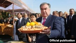 Тажик президенти Эмомали Рахмон.