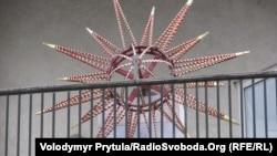 Різдвяна звізда на гімназійній вежі