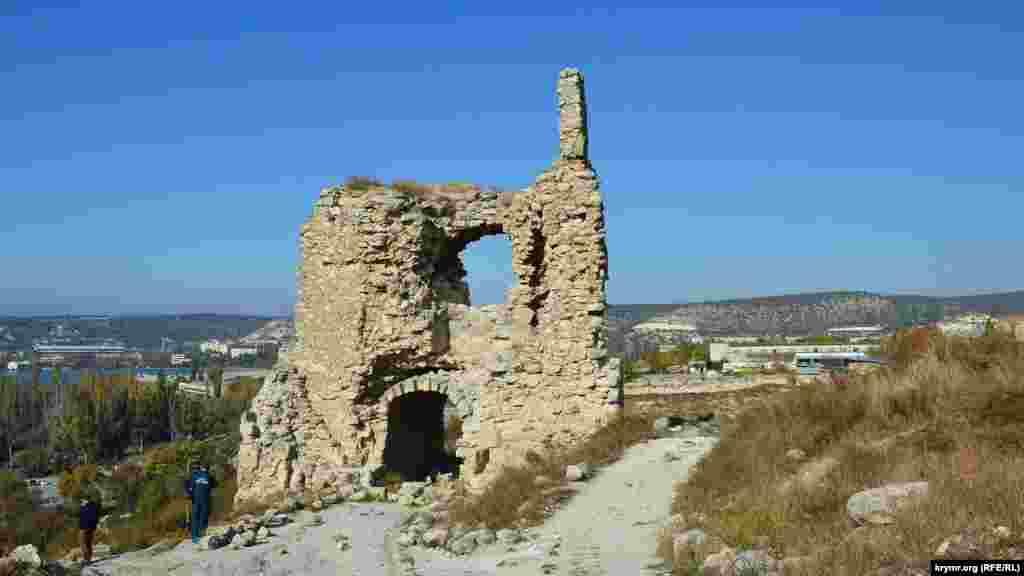 Зверху відкривається краєвид на місто й околиці. Видимість на десятки кілометрів– найголовніше для оборонної фортеці