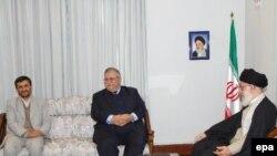 جلال طالبانی، رییس جمهوری عراق در جریان سفر ماه نوامبر سال ۲۰۰۶ به تهران با رهبران جمهوری اسلامی دیدار کرد.( عکس: EPA)