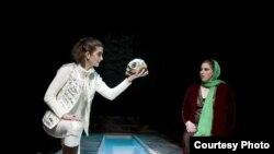 صحنههایی از نمایش «هملت-ایران»؛ به کارگردانی محمود کریمی حکاک