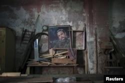 Портрет Фиделя Кастро в государственном швейном ателье в Гаване. 2016 год