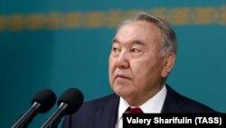 Елдің бірінші президенті Нұрсұлтан Назарбаев кезектен тыс сайлау күні жұрт алдында сөйлеп тұр. Нұр-Сұлтан, 9 маусым 2019 жыл.