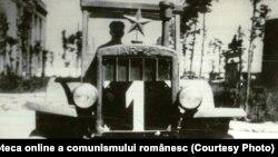 """Primul tractor românesc, decembrie 1946, din documentarul """"Pagini de istorie."""" Sursa: Fototeca online a comunismului românesc, cota:156/1946"""