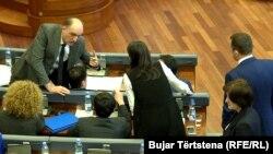 Deputetët e Vetëvendosjes tashmë të ndarë në dy grupe
