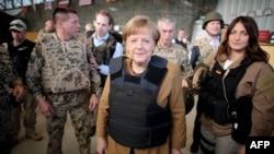 Расмийларга кўра, Ангела Меркел жума куни немис қўшинлари жойлашган Мозори Шариф шаҳрига учиб келган.