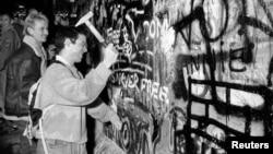 Rušenje Berlinskog zida, 9. novembar 1989.