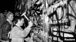 Rušenje Berlinskog zida, Istočna Njemačka, 9. novembar 1989.