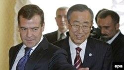 Dimitry Medvedev dhe Ban Ki-Moon gjatë takimit të tyre në Moskë, 9 prill 2008
