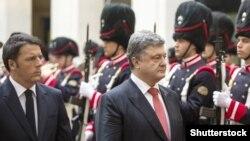 Прем'єр-міністр Італії Маттео Ренці і президент України Петро Порошенко під час офіційного візиту до Рима. 19 листопада 2015 року