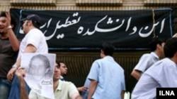 دانشجویان اصلاح طلب با ادامه دادن تحصن خود خواستار ازادی احمد قصابان، مدیر نشریه سحر شدند.