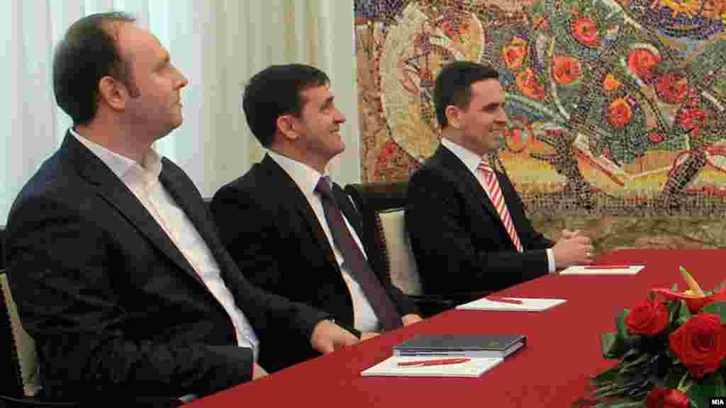 МАКЕДОНИЈА - Движењето Беса предводено од Биљал Касами во преговорите за влез во Владата побарало да предводи едно од министерствата. Пратеникот на Беса, Фадил Зендели изјави дека Касами и во понеделникот имал средба со премиерот Зоран Заев на која му го соопштил барањето. Според Зендели, неделава треба да следува нова средба на која треба да се разговара за ресорите и за евентуалните имиња.