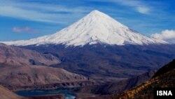 سازمان محیط زیست ایران میگوید حتی یک سانتیمتر از کوه دماوند قابل واگذاری نیست.