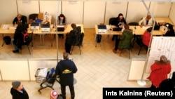 На избирательном участке в Эстонии.