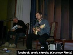 Концерт Олега Скрипки в Старобільську для українських солдатів