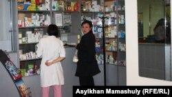 Расмий маалымат боюнча сырттан дары ташып келүү боюнча Кыргызстанда үч жүздөй компания каттоодон өткөн.