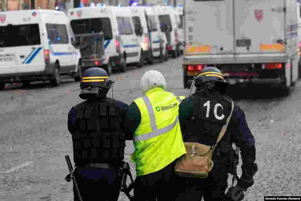 ЗМІ повідомляють, що щонайменше 130 осіб було затримано внаслідок протестів