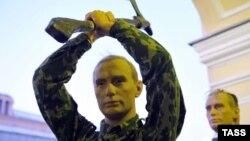 Восковые фигуры В.Путина и Д.Медведева в музее восковых фигур в Санкт-Петербурге