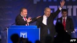 بنیامین نتانیاهو (راست) در کنار آویگدور لیبرمن