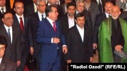 Президенты Пакистана - Асиф Али Зардари, Таджикистана – Эмомали Рахмон, Ирана - Махмуд Ахмединежад, Афганистана – Хамид Карзай на праздновании Наурыза. Душанбе, 25 марта 2012 года.