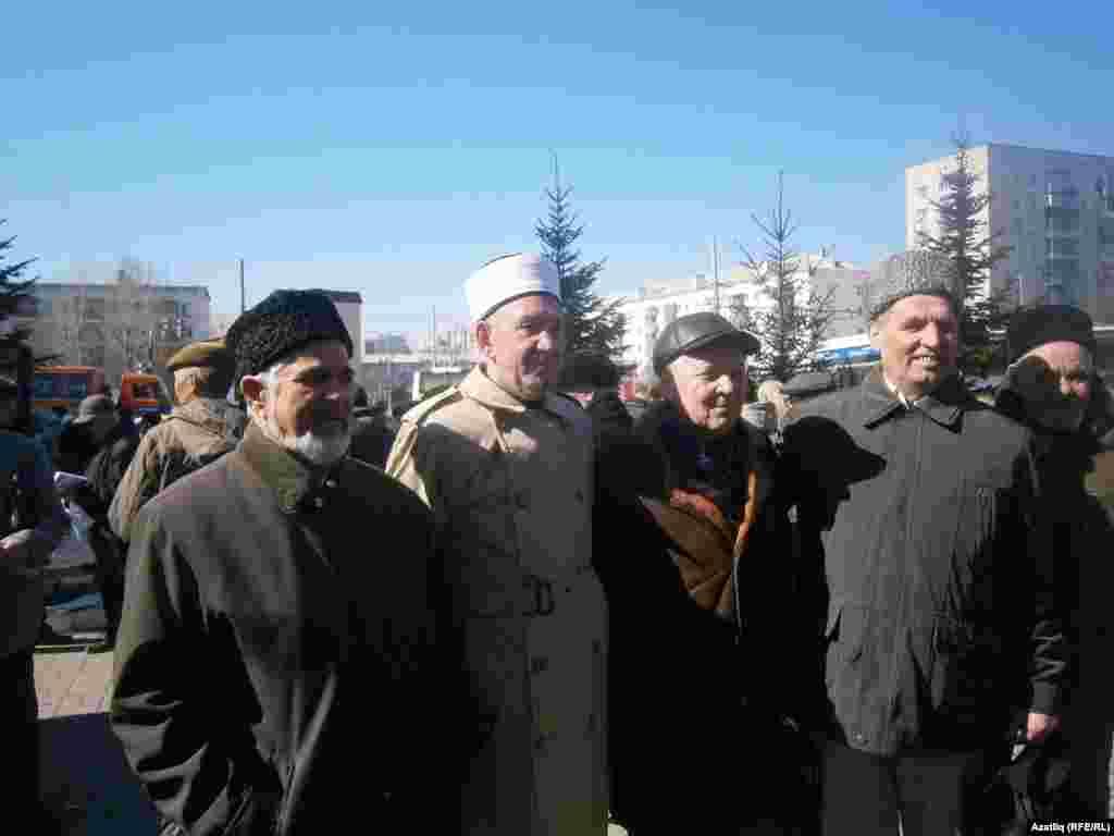 Татар иҗтимагый үзәгенең 25 еллык корылтаена килгән вәкилләр.