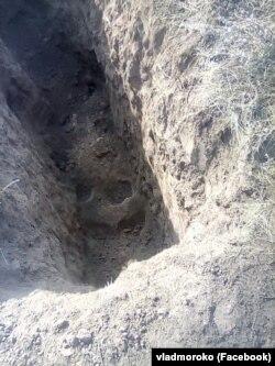 Фото з місця пограбування кургану біля села Григорівка