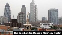 Панорама центра Лондона. На переднем плане – верхушка минарета крупнейшей в Великобритании мечети