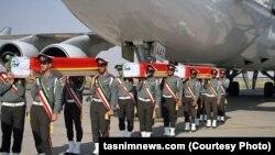 اجساد کشتهشدگان ایرانی در حادثه منا در حال انتقال از هواپیما