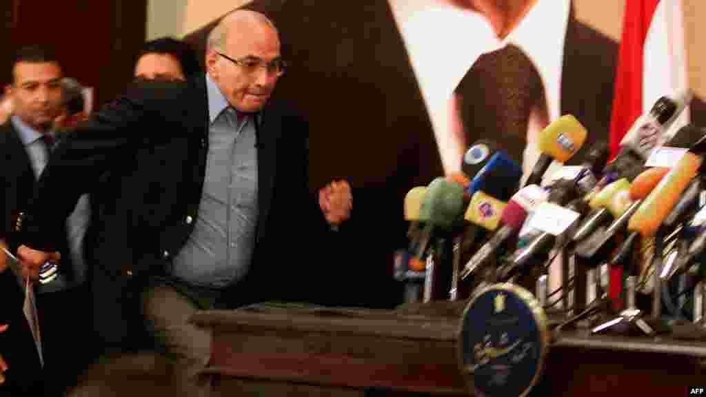 Кандидат, бұрынғы премьер Ахмед Шафик баспасөз мәслихатында. Каир, 21 маусым 2012 жыл