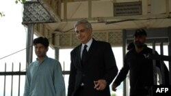 Irfan Qadir (në mes)