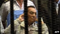 Former Egyptian President Hosni Mubarak in court on April 15