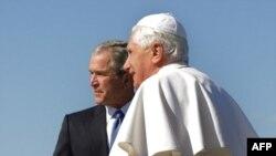پاپ بنديک شانزدهم حدود دو ماه پيش مهمان جرج بوش در کاخ سفيد بود. (عکس از AFP)