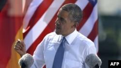 АҚШ президенті Барак Обама Бранденбург қақпасында сөйлеп тұр. Берлин, 19 маусым 2013 жыл.