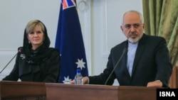 جولی بیشاپ، وزیر خارجه استرالیا، در کنار محمدجواد ظریف، ماه گذشته در سفر خود به تهران