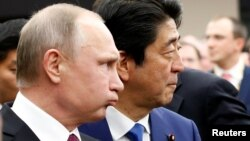 Володимир Путін (л) і прем'єр-міністр Японії Сіндзо Абе, 16 грудня 2016 року