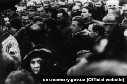 Голова Директорії УНР Володимир Винниченко та член Директорії Симон Петлюра під час молебну з нагоди проголошення Акту УНР та ЗУНР. Київ, 22 січня 1919 року