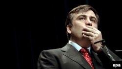 """Перед выступлением Саакашвили представили """"президентом, находящемся в оппозиции"""""""