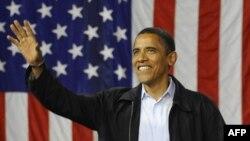 АҚШ нинг 44-президенти бўлиши кутилаëтган Барак Обама 2 ноябр куни Оҳаëдаги сайловолди намойишида ўз тарафдорлари олдида сўзламоқда.
