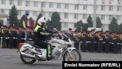 Милиция күнүнө арналган салтанаттан. Ош шаары, 1-ноябрь, 2013.