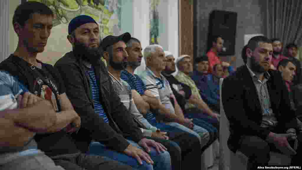 «На мероприятии в Старом Крыму было много местных активистов, это получилось одно из самых многочисленных по количеству участников наше ежемесячное собрание «Крымской солидарности», – заявил координатор Крымской контактной группы по правам человека Абдурешит Джеппаров