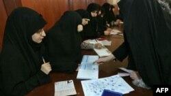انتخابات هشتمین دوره مجلس شورای اسلامی روز جمعه آغاز شد. عکس از AFP.