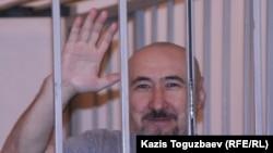 Арон Атабек во время судебного процесса по «Шаныракскому делу». Алматы, 11 сентября 2007 года.