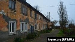 Цементна Слобідка. Будинок, який збираються знести через будівництво Керченського мосту