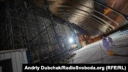 Стіна машзалу ЧАЕС під аркою нового безпечного конфайнменту