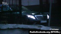 Автівка, якою користується депутат Ігор Котвіцький, виїжджає з МВС