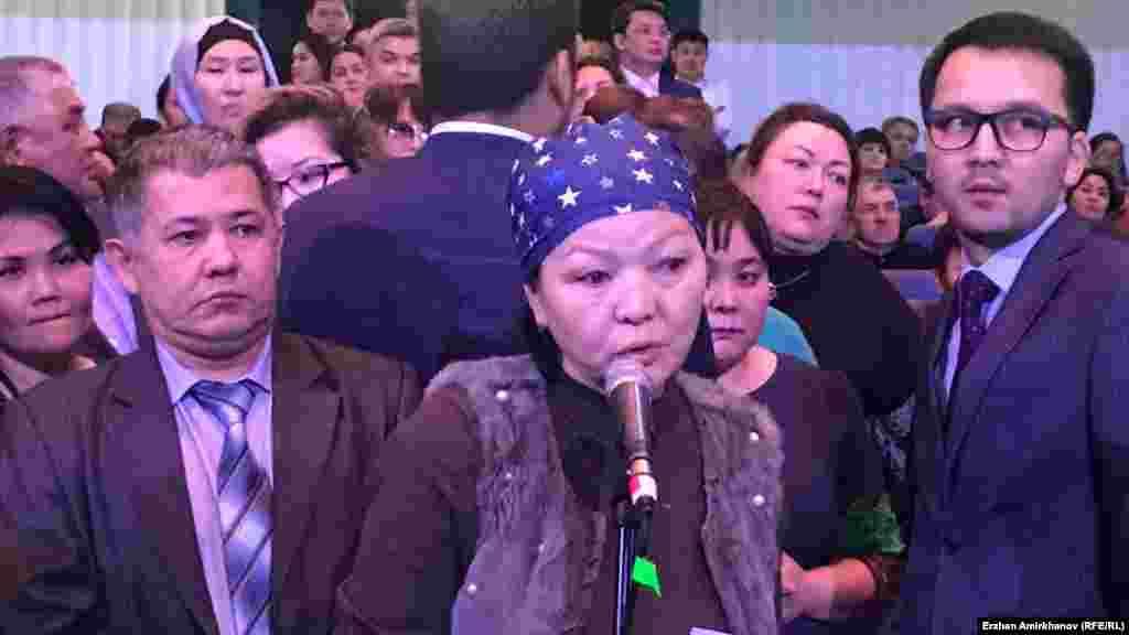 Тұрғындар Астана қаласының әкіміне сұрақ қойып жатыр. 20 ақпан 2019 жыл