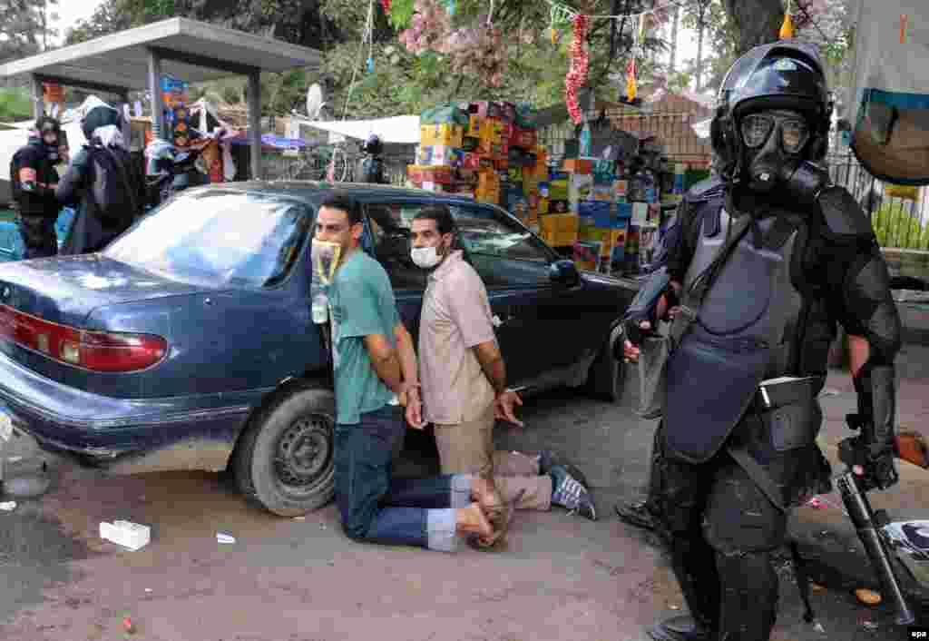 Єгипетські сили безпеки затримують мешканців одного з таборів