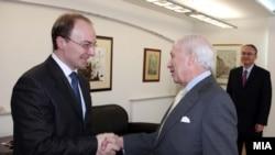 Министерот Милошоски и медијаторот Нимиц