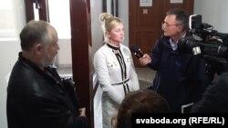 Жонка Рабешкі Алена адказвае на пытаньні Свабоды