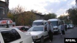 Бишкекте 300 миңге жакын автоунаа каттоодон өткөн.